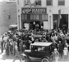 A crowd of listeners outside Collins' Radio Shop at 223 South San Fernando Blvd in October 1926, listening to the World Series. The St. Louis Cardinals defeated the New York Yankees four games to three in the best-of-seven series. Burbank Historical Society. San Fernando Valley History Digital Library.