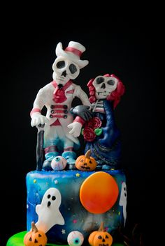 #skeleton #wedding #cute #decorated #halloween #treats #cookies #brownies #cakes #oreos #pumpkins #mummies #monsters and much more from #oushe #gourmet #bakeshop #dubai #uae www.oushe.com 043850011