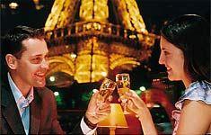 Romantic dinner cruise in Paris