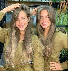 However, it is undeniable that wear a uniform that makes a person look more attractive. Here are 3 possible scientific explanations: Idf Women, Military Women, Israeli Female Soldiers, Mädchen In Uniform, Israeli Girls, Military Girl, Girls Uniforms, Cute Girls, Beautiful Women