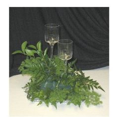 Want to see pictures of elegant wedding reception centerpieces?  Here are some ideas with calla lilies, topiaries and more.