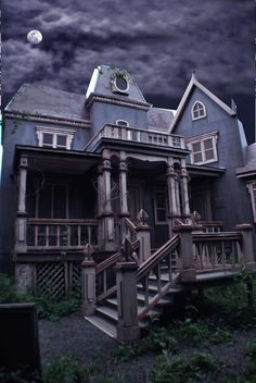 Google Image Result for http://www.hauntedhouse.com/search/imagefiles/1498/image1.jpg