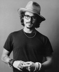 No one does accessories as charmingly as Johnny Depp