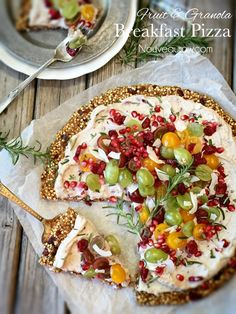 Breakfast Pizza with Granola Crust (raw, nut-free, vegan) (Nouveau Raw)