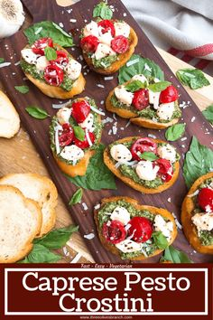 Caprese Pesto Crostini Ready in less than 30 minutes, this party finger food appetizer is full of bright and fresh flavors. Crostini bread is topped with basil pesto, cherry tomatoes, and fresh mozzarella. Party Finger Foods, Snacks Für Party, Finger Food Appetizers, Appetizer Recipes, Caprese Appetizer, Mini Appetizers, Cheese Appetizers, Gourmet Appetizers, Thanksgiving Appetizers