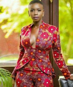 With a camisol it can be official wear otherwise it is timeless, for all occasions. Beautiful attire