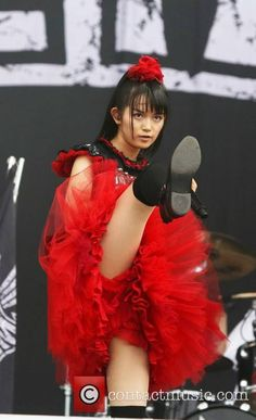 18 incredible photos of Babymetal at Reading Festival Reading Festival, Heavy Metal Art, Early 2000s Fashion, Cute Japanese Girl, Japanese Female, Maid Cosplay, Girl Korea, Pretty Asian, Concert Photography
