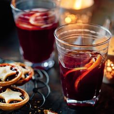 Mary Berry's Christmas Mulled Wine Holiday Snacks, Holiday Recipes, Christmas Recipes, Mary Berry Christmas, Christmas Holiday, Homemade Mulled Wine, Cocktails And Canapes, Crockpot, Berry Punch