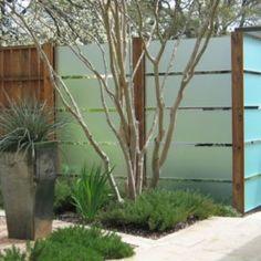 Amazing Modern fence panels,Garden fence 6 x 6 and Modern fence design. Landscaping Austin, Modern Landscaping, Landscaping Ideas, Privacy Landscaping, Modern Backyard, Contemporary Landscape, Landscape Design, Garden Design, Landscape Glass
