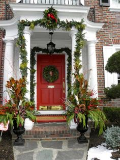 Greetings,   We've got our first few entries in the Tartanscot Holiday Decorating Contest  . . . and it seems that folks are liking our n...