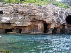 cova-tallada-javea-7. Te puedes bañar dentro de la cueva.