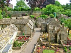 Bourton on the Water Model Village scale ~~~ Remember coming here as a child. Bourton On The Water, Model Village, Water Modeling, Miniature Houses, Miniature Gardens, Miniature Dolls, Small World, Travel Pictures, Garden Design
