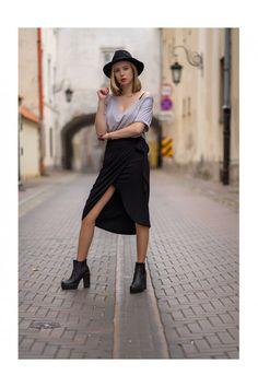 czarny Spódnica Office | LAKE | Spódnice do kolan | Showroom.pl Midi Skirt, Skirts, Fashion, Moda, Fashion Styles, Midi Skirts, Skirt, Fashion Illustrations