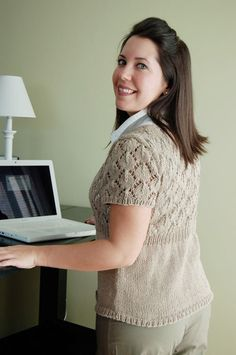 Hey Teach cardigan - Summer 2008 - In a wool or finer mohair with the sleeves lengthened, this would be a lovely year round sweater. Even short sleeves, this is pretty and versatile. Source by yelkawright summer Lace Knitting Patterns, Knitting Yarn, Knit Cardigan Pattern, Summer Cardigan, Learn How To Knit, Knitting Magazine, Clothing Patterns, Knit Crochet, Sweaters