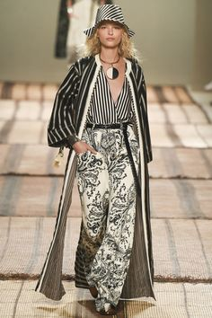 The complete Etro Spring 2017 Ready-to-Wear fashion show now on Vogue Runway.