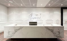 Gorgeous stone & wall cladding - Ampersand Executive by Smith Madden Mehr Lobby Reception, Reception Counter, Office Reception, Reception Design, Reception Areas, Bureau Design, Space Interiors, Office Interiors, Commercial Design