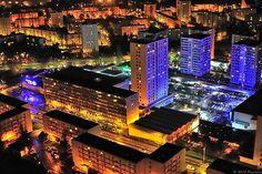 """Nikon D700 + Nikkor 50 mm F/1,4 : 6400 ISO 50mm F/2,2 1/60s Le centre commercial """"B2"""" et ses """"gratte ciels"""" ;-) Le bleu c'est la lumière du """"Rinka Stadium"""", la patinoire de Brest..   Bellevue's district, city of Brest aerial night shot.   Merci à tous, Thank's everybody : On explore Mar 20, 2010 #179"""