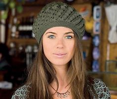 It is a website for handmade creations,with free patterns for croshet and knitting , in many techniques & designs. Bonnet Crochet, Mode Crochet, Crochet Beanie Hat, Scarf Hat, Beanie Hats, Crochet Baby, Knitted Hats, Knit Crochet, Crochet Chart