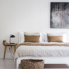 Bright but warm #interiors #interior #interiordesign #interiordecor #interiordecoration #home #homedesign #homedecor #homedecoration #bedrooom #bed #bedding #art #autumn #simple #cozy #warm #scandic #scandinavian #scandinaviandesign #nordic #sweden #housedesign #house