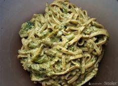Makaron z brokułami w sosie śmietanowo - serowym Guacamole, Spaghetti, Food And Drink, Chicken, Dinner, Cooking, Ethnic Recipes, Parmezan, Tatoo