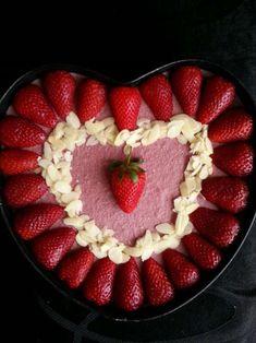 tort capsuni ciocolata -alina Raspberry, Strawberry, Raw Vegan, Healthy Living, Favorite Recipes, Fruit, Healthy Life, Strawberry Fruit, Raspberries