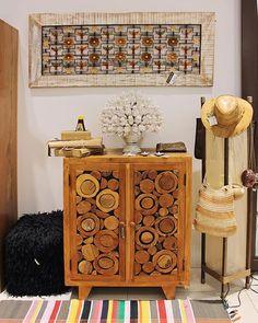 Um cantinho da nossa loja com painel, armário e arranjo de flores feitos de madeira de demolição.  Veja onde adquirir nossas peças em http://www.fuchic.com.br/#!enderecosfuchic/cq3z  //   A corner of our shop with panel, cabinet and flower arrangement made of demolition wood.   See where to get our products: http://www.fuchic.com.br/#!enderecosfuchic/cq3z  #fuchic #nafuchictem #lojafuchic #fuchiciguatemi #iguatemialphaville @iguatemialphaville #shoppingiguatemialphaville #barueri #madeirad