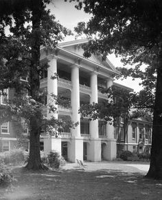 Peace College Campus, Peace Street, Raleigh, NC, May 1926.  From Carolina Power and Light (CP&L) Photograph Collection (PhC.68), North Carolina State Archives.
