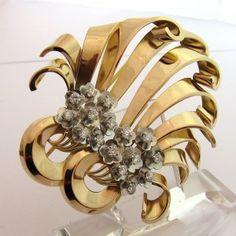 0d733c4f5987 Broche en or rose et sertie de diamants. 3000 euros TTC  bijoux  jewels   paris  vintage