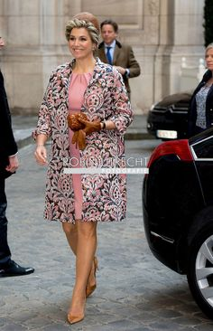 Today, during the second day of the Dutch state visit, queen Máxima wears a new coat by Natan and a familiar rose dress.