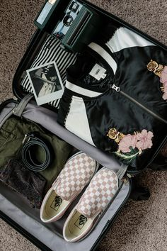 Off exploring new cities. Suitcase full of Vans essentials? CHECK! Find out what's on our packing list.