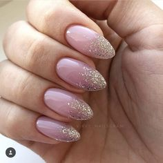 Pn: Stacey Source by annebansen New Year's Nails, Hot Nails, Hair And Nails, Perfect Nails, Gorgeous Nails, Clear Glitter Nails, Pointed Nails, Oval Nails, Trendy Nails