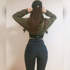 """392 Likes, 77 Comments - 이현경 Kelly Lee (@kellyj_lee) on Instagram: """". """"Wow you got a nice figure for an Asian."""" They said😒😒 """"Why not?"""" I said. Why stereotyping against…"""""""