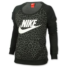 Stylish sweatshirts are all the rage these days. Jump on this casual-cool trend with the classic comfort and bold styling of the Women's Nike Rally Cheetah Crew Sweatshirt. With an of-the-moment camo print and unmistakable Nike logo, this sweat Nike Free Run, Nike Running, Running Shoes, Running Gear, Workout Attire, Workout Wear, Workout Outfits, Workout Tanks, Post Workout