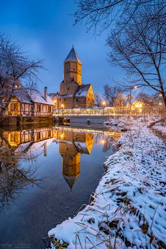 Augsburg, Germany in snow, Jakobertor landmark Travel Around Europe, Germany, Snow, Mansions, House Styles, Augsburg, Travel In Europe, Deutsch, Fancy Houses