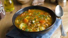 Hustá fazuľová polievka | Recepty.sk Roasted Vegetable Soup, Vegetable Soup Recipes, Chicken And Vegetables, Roasted Vegetables, Chicken And Veggie Soup, Sopa Detox, Detox Soup, Hearty Vegetarian Soup, Guisado