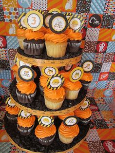 Construction cupcakes. @Madi Larsen Hey Madi, I know this is probably under your skill level, but could you do something like this with some of your delicious recipes for Reese's Bday??