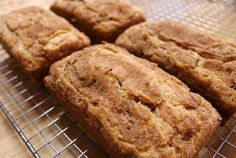 Yummy snickerdoodle bread--I need to try this. I love snicker doodles and I love bread. Köstliche Desserts, Dessert Recipes, Dinner Recipes, Cookies Receta, Snookerdoodle Cookies, Cheesecake Cookies, Lemon Cookies, Blueberry Cheesecake, Tasty Bread Recipe