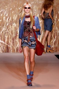 See the complete Anna Sui Spring 2011 Ready-to-Wear collection.