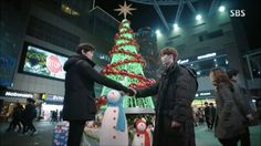 """Dal Po has to face his own mistakes and fears. Episode 7 """"A Frog in a Well"""" Dal Po and Yoo Rae are heading back to YGN and Yoo Rae is really happy because they have gotten the exclusive footage. Hyun Bin, Lee Jong Suk, Pinocchio, Korean Drama, Kdrama, Christmas Tree, Holiday Decor, Mistakes, Idol"""