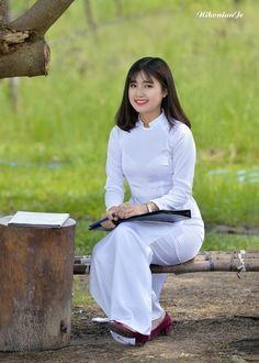 Cut Out People, Vietnam Girl, Indonesian Girls, China Girl, 1 Girl, Ao Dai, Beautiful Asian Girls, Traditional Dresses, Cute Girls