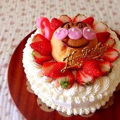 次女2歳のお誕生日でした꒰*´艸`*꒱ やっぱり今、大好きなアンパンマンのケーキにするしかないかなぁ、、、 と、イチゴのショートケーキに、シュークリームのアンパンマンをのせました♡ - 353件のもぐもぐ - バースデーケーキ by あいこ ⁎ˇ◡ˇ⁎