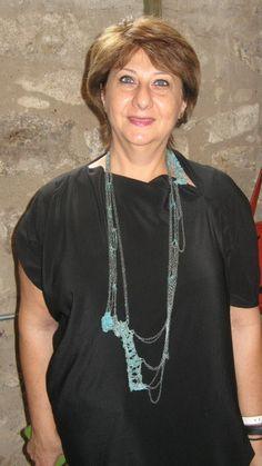 merveille de collier de Liana Pattihis, qu'elle porte ici à JOYA 2013