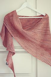 Ravelry: Auburn wave pattern by Mam'zelle Flo. 600 - 800 yards of fingering weight yarn. Looks fun and simple to knit! #knitindie