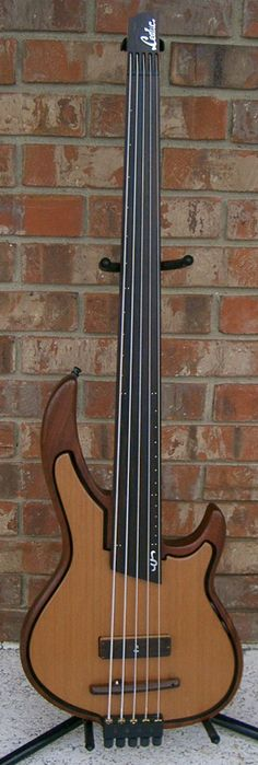Leduc fretless 4-string bass... like the dial controls neatly tucked into the open space between the body and the suspended top