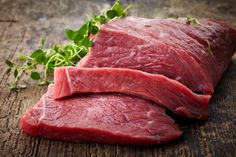 Kalbfleisch ist butterzart und lecker. Ein Wiener Schnitzel ist nur ECHT aus Kalbsfleisch. Wir haben Interessantes über Kalbfleisch Produktion & mehr ...