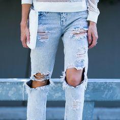 Calça rasgada, um charme sim! #fashion #streetstyle