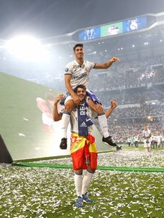 Morata and Asensio Real Madrid la Duodecima 2017 First Football, Football Love, Best Football Team, Football Players, Ronaldo Real Madrid, Soccer Stars, Sports Stars, Real Madried, Fotos Real Madrid