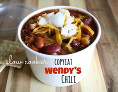 If you can't get enough of Wendy's famous chili, make the copycat version at home with this awesome slow cooker chili recipe for All-Day Slow Cooker Copycat Wendy's Chili. This is one of the best slow cooker chili recipes around! Best Slow Cooker Chili, Slow Cooker Soup, Slow Cooker Recipes, Crockpot Recipes, Cooking Recipes, Wendy's Chili Recipe Slow Cooker, Budget Recipes, Spicy Recipes, Chili Recipes