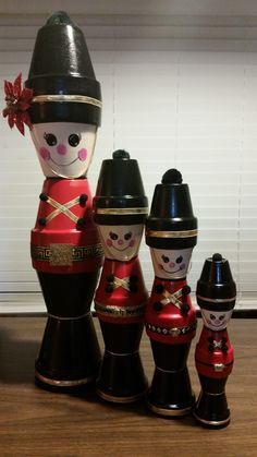 Easy and Fun Christmas Crafts Ideas to Make With Your Family - Clay Pot Soldiers Awesome Christmas C Clay Flower Pots, Flower Pot Crafts, Clay Pot Crafts, Clay Pots, Clay Clay, Shell Crafts, Diy Crafts, Christmas Clay, Christmas Crafts For Kids