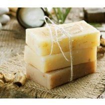 You can make homemade soap easily in your own home in just a few short minutes and you don't need to be afraid to use lye! This How To Make Soap For Beginners e-course makes it easy! Homemade Cleaning Products, Homemade Soap Recipes, Homemade Beauty Products, Natural Products, Soap Making Kits, Soap Making Supplies, Soap Colorants, Glycerin Soap, Castile Soap